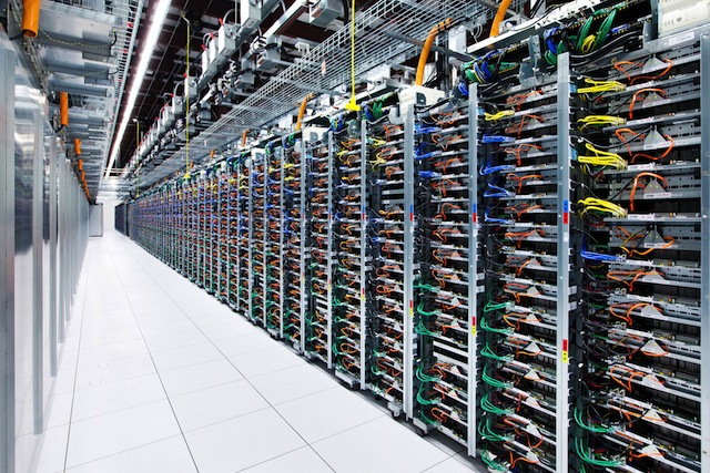 Google data center : racks de serveurs