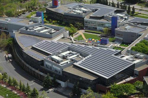 Les panneaux solaires installés sur le toit du Googleplex